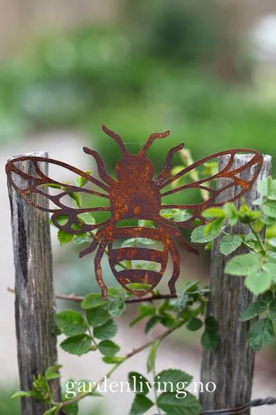 Bie, rust outcut - 16 cm