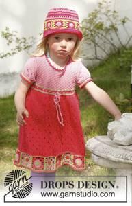 Bilde av Sweet berry dress by DROPS Design