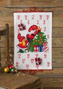 Bilde av Kalender m/ nisser pynter juletre