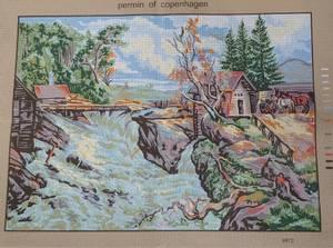 Bilde av hytte ved elv