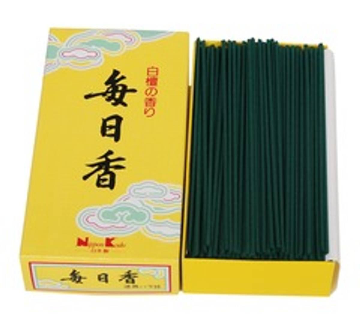 Røkelse Mainichi-Koh 107: Sandalwood 300 pinner