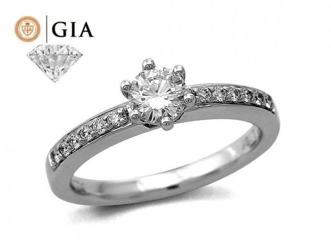 Bilde av Eksklusiv ring i hvitt gull,