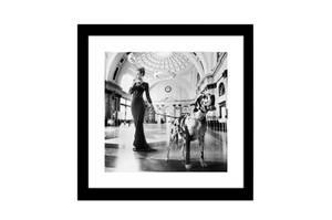 Bilde av Kvinne og Hund - Ramme m/glass (60x60)