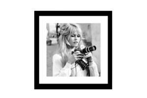 Bilde av Kvinne med Kamera No. 2 - Ramme m/galss (60x60)