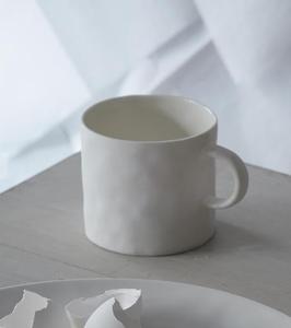 Bilde av Kajsa Cramer kopp med hank hvit (komme i april)
