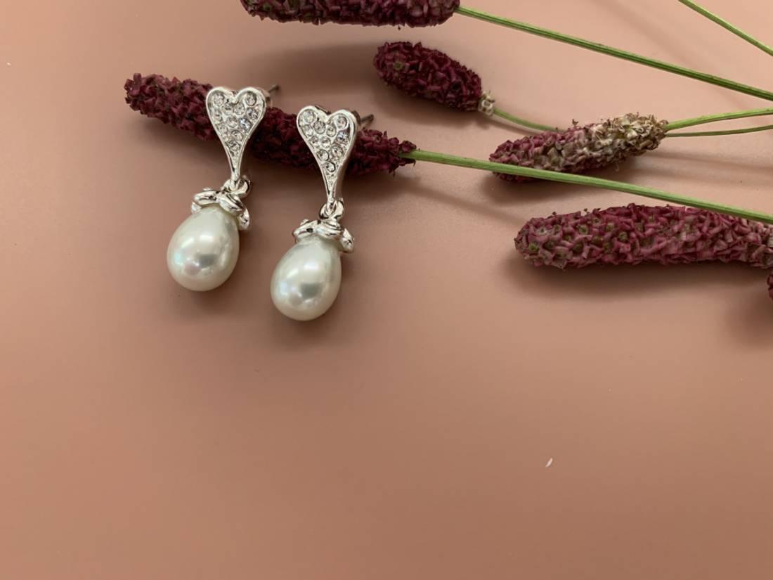 60147 Øredobb oval perle