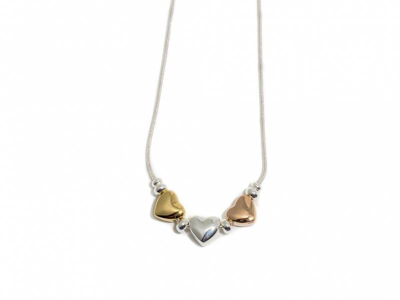 90130 Kort halssmykke med 3 hjerter rose,sølv og gullfarget