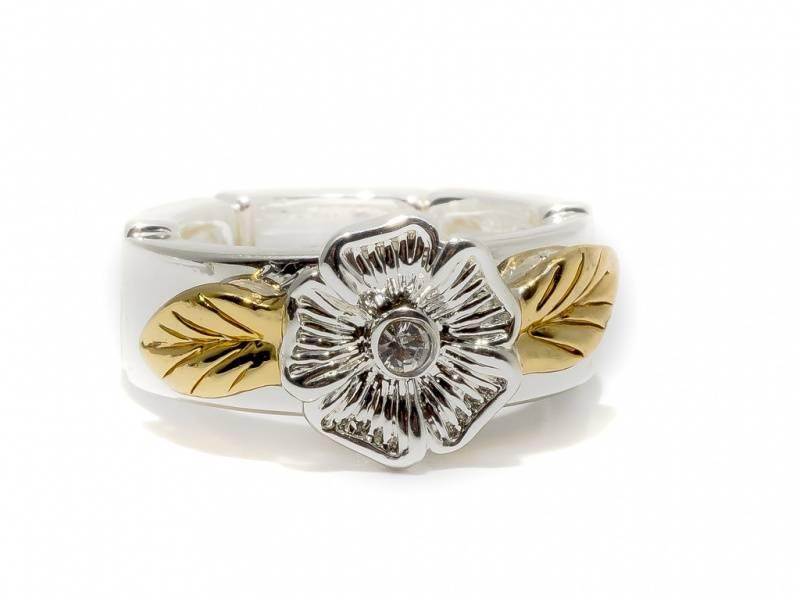 50110 Ring sølvfarget med blomst og to blader i gullfarge
