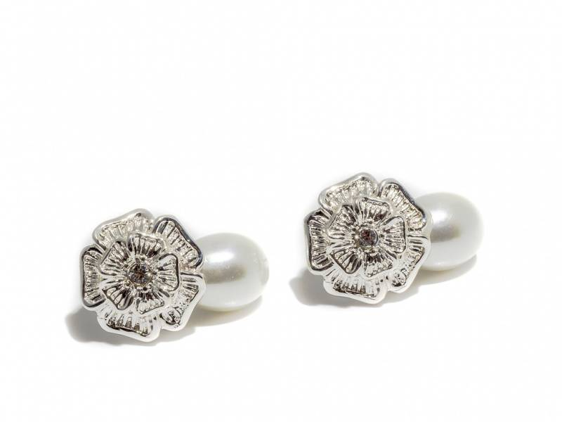 70122 Øredobber sølvfarget blomst med perle