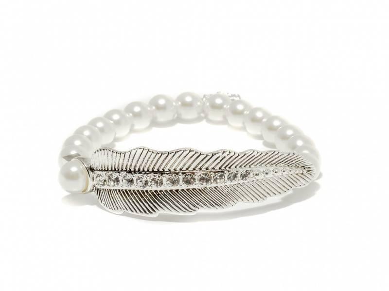 80144 Armbånd strikk hvite perler blad i sølvfarge