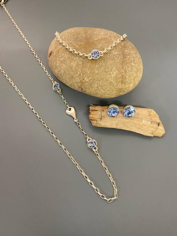 10716 Kort smykke m/blå stener