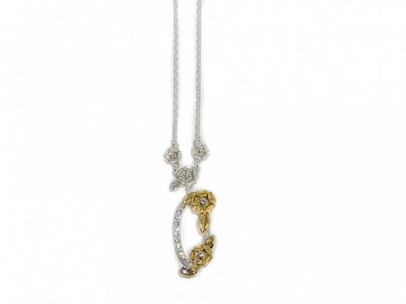 90118 Kort halssmykke med med blomster i sølv og gullfarge og bl