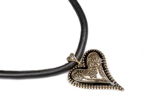 Bilde av 10654 Kort smykke sort snor gullfarget hjerte