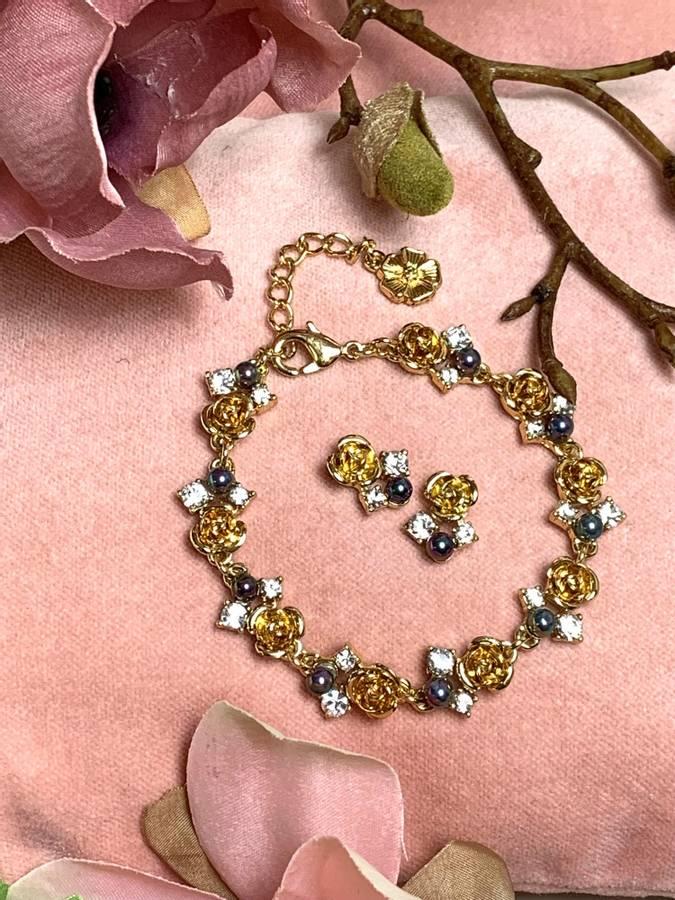80134 Armbånd gullfarget med roser,perler og stener