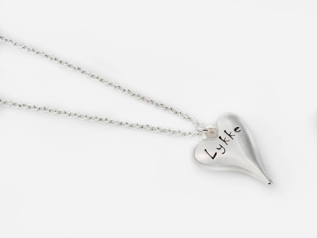 10680 Langt smykke sølvfarget med lykke