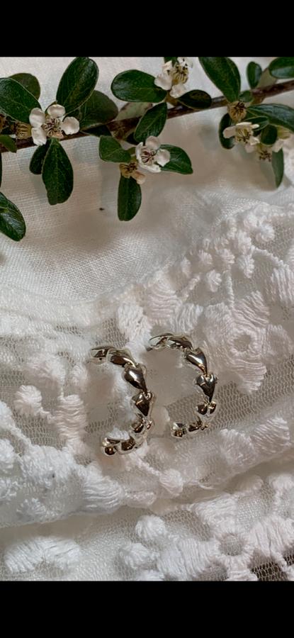 60149 Øredobb ring med hjerter sølvfarget
