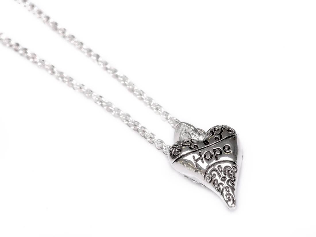 10651 kort smykke sølvfarget hjerte med hope