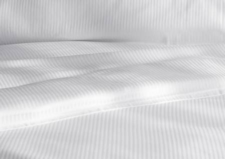 ARA hvitt dynetrekk i smale striper