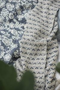 Bilde av Pledd krem/blått mønster
