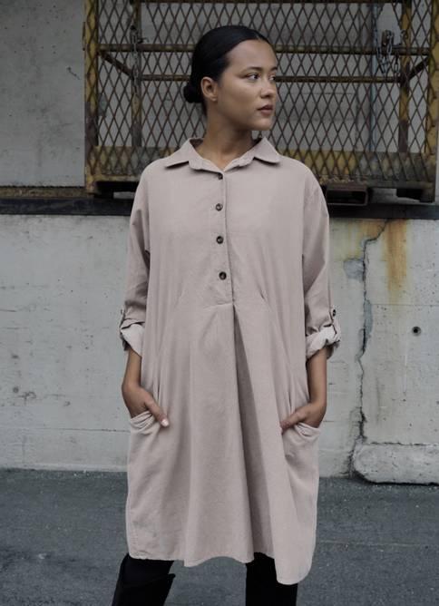 Bilde av Nectar Clothing - Matilde Babycord Dress - Beige