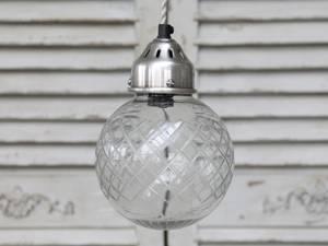 Bilde av Lampe. Glasskule med slipninger