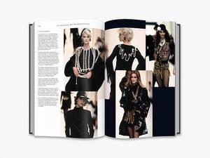 Bilde av Chanel Catwalk bok