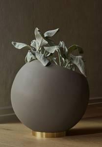 Bilde av Globe flower pot S ute