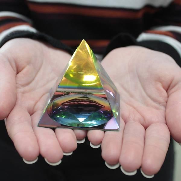 Bilde av Mystic Pyramide 6cm