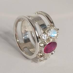 Bilde av Martens sølvring Rubin og Moonstone