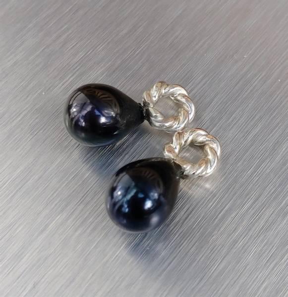 Anheng av sorte natur perler