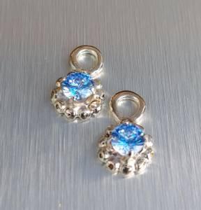 Bilde av Anheng blomst med blå Cubic Zirkonia