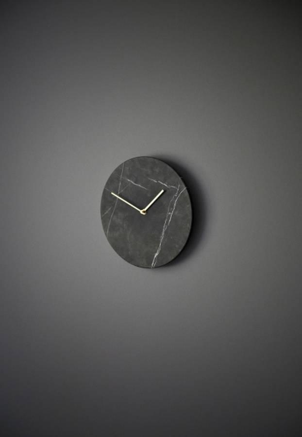 Menu MARBLE Wall Clock, Black Vegg klokke