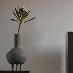 Bilde av Duck Vase Dark grey