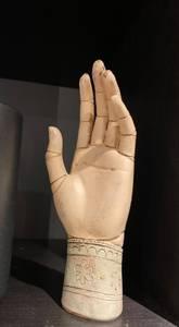 Bilde av Wooden hand figure 20cm