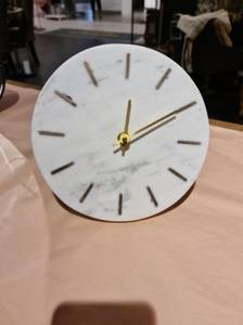 Bilde av Desk clock MARBLE