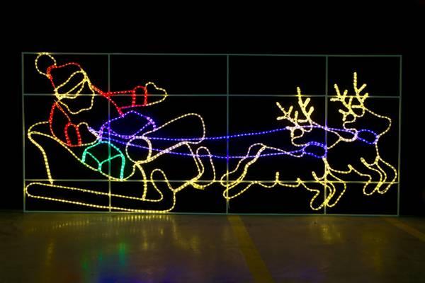 Bilde av Julenisse med reinsdyr og slede 128x300 cm. XL LED-fig