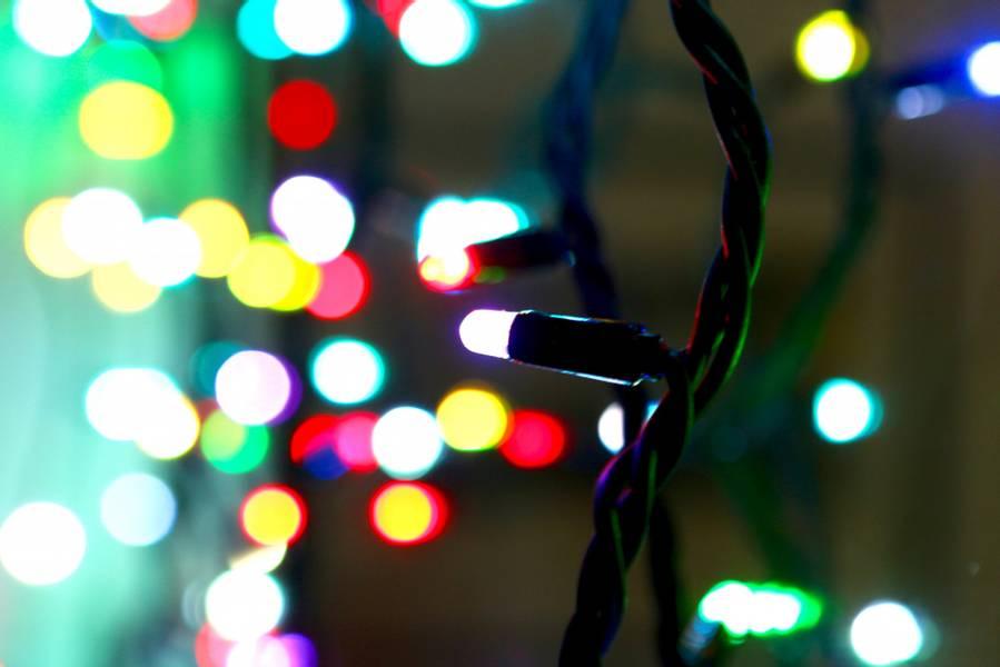 Flerfarget lysslynge 10 meter RGB m/fjernkontroll. Gummikabel