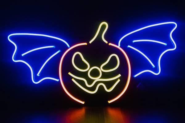 Bilde av Flaggermus og gresskar 65x33 cm neon på acryl. Halloween