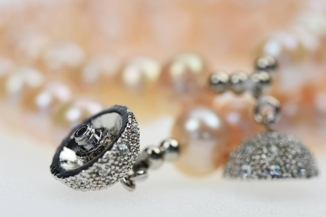 Perlearmbånd dobbel med krystallås, pastell hud farge