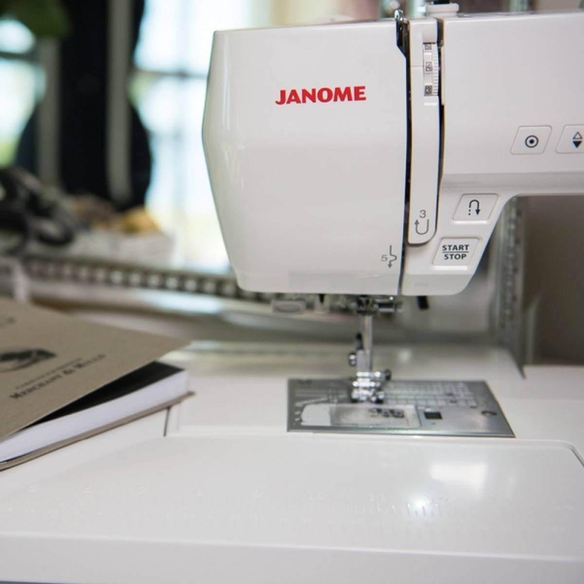Forhåndsbestilling! Janome Decor Computer 6050 inkl. sybrett