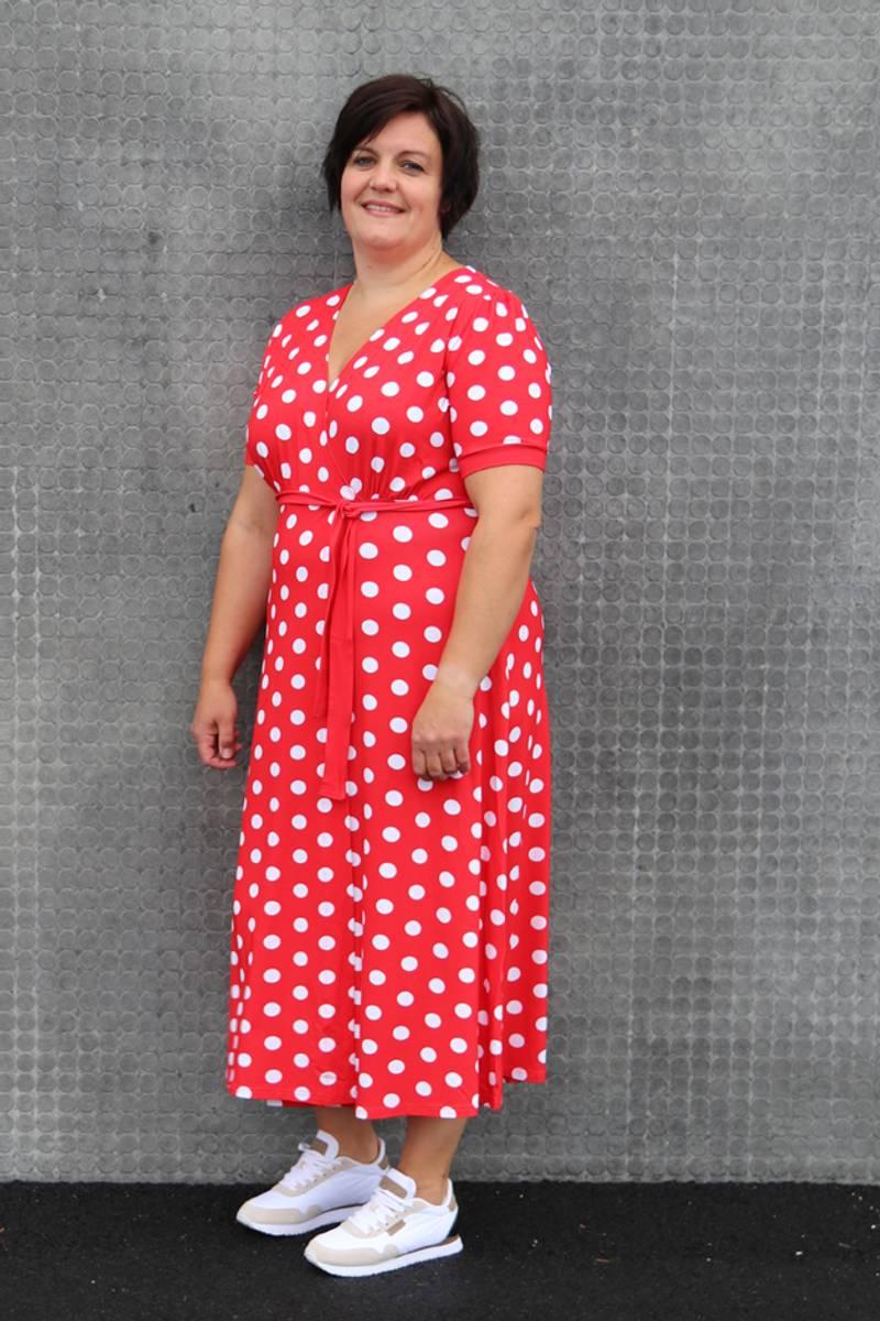 Maggie rød og hvit midilang kjole