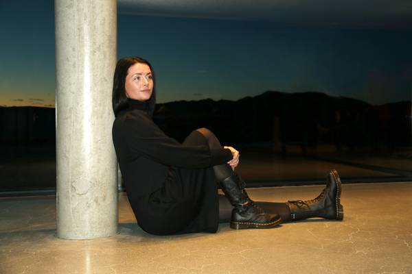Bilde av Milanda sort merinoull kjole
