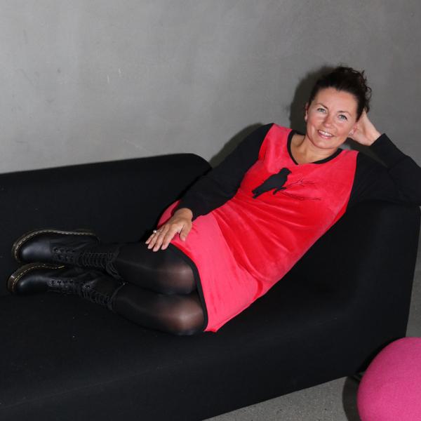 Bilde av Sonja  rød velur kjole