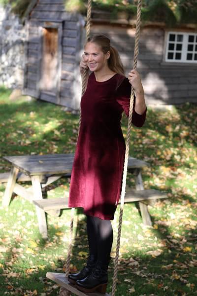 Bilde av Elli kjole babycord bourdeaux