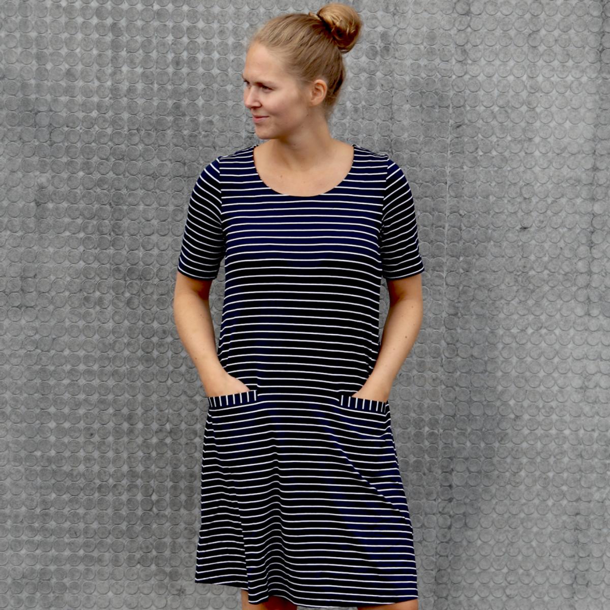 Karla blå stripet kjole