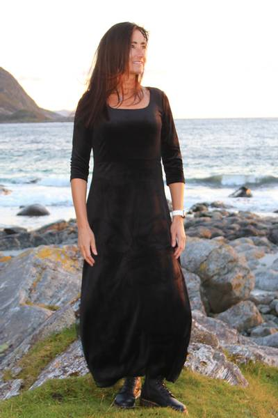 Image of Aya black eveningdress