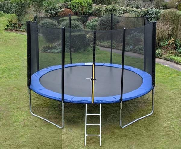 Kuva TopDesign trampoline med beskyttelsesnett og