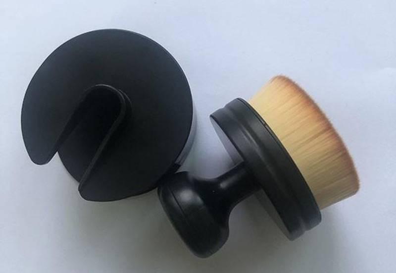 Nellie Snellen - NMMB008 - Ergonomic Blending Brush - 50 mm