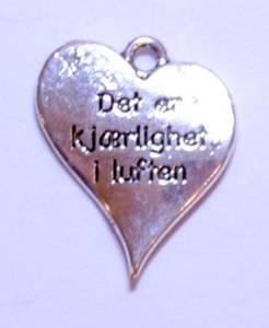 Bilde av Charms - Tekst - Hjerte - Det er kjærlighet i luften - 5 stk
