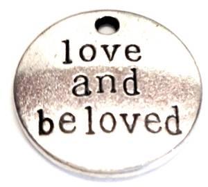 Bilde av Charms - Tekst - Rund - Love and beloved - Sølv - 6stk